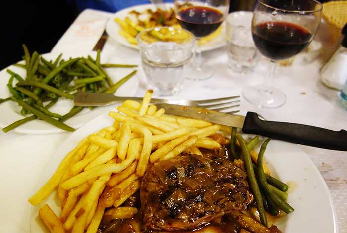 chartier-steak-frites-repas-dinner-restaurant-paris