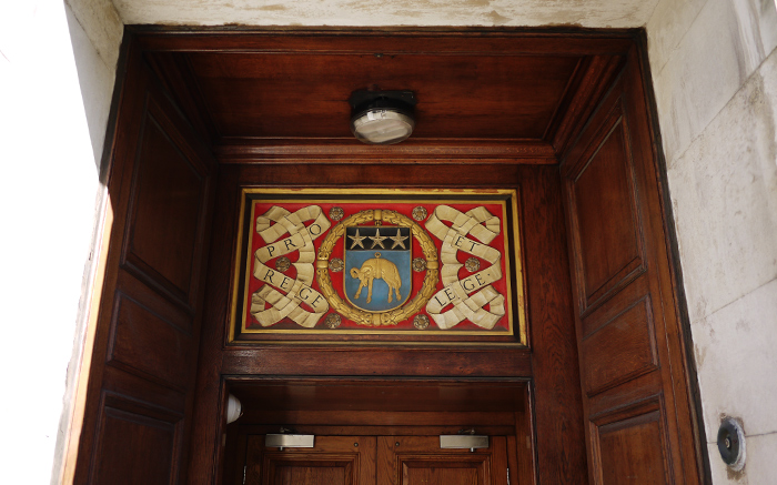 leeds-doorway-insignia-carved