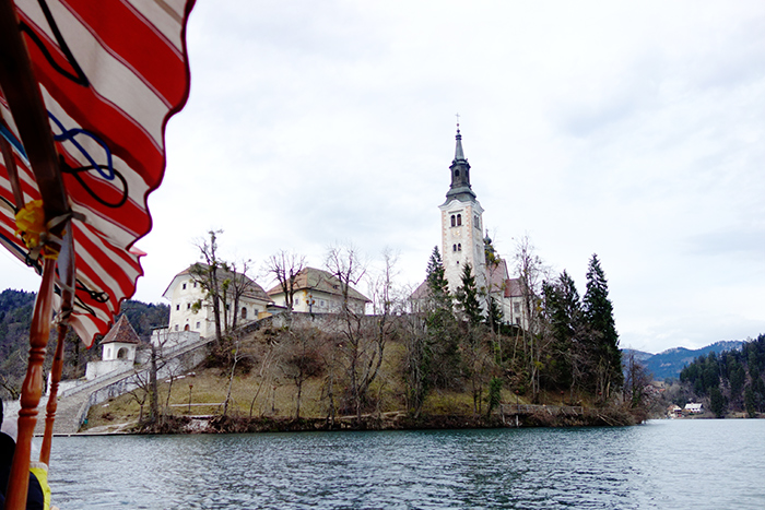 lake-bled-church-island-gondola