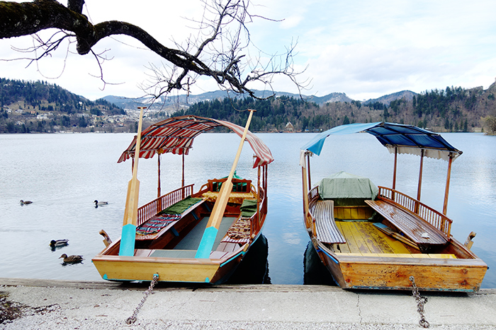 http://www.isabelleoc.co.uk/wp-content/uploads/2014/03/lake-bled-gondola-boat-stripes.jpg