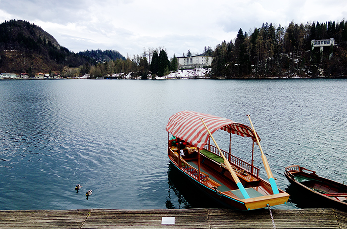 lake-bled-gondola-mountain-island-lake