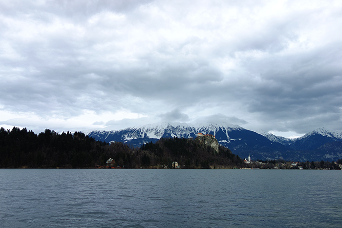 lake-bled-view-alps-snow
