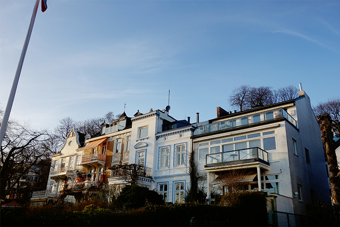 altona-fishmarket-houses-beach-hamburg