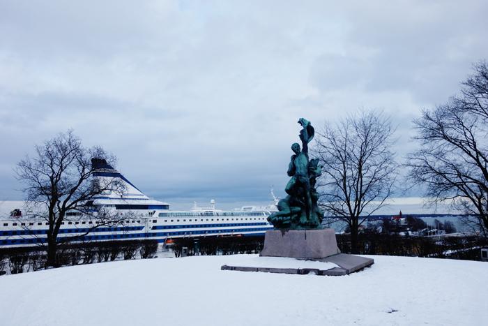 helsinki-harbour-ferry-statue