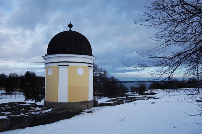 helsinki-kaivopuisto-park-snow-hill