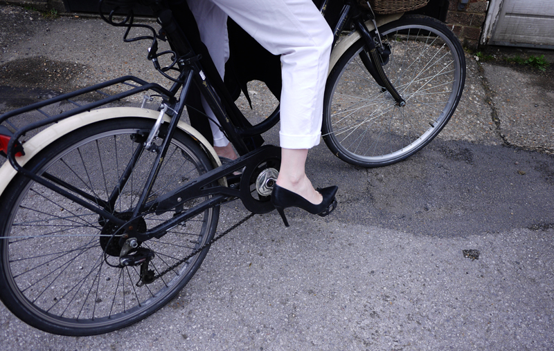 madeleine-moxham-heels-bike-cycling-london